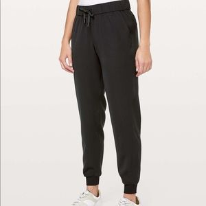 Lululemon On the Fly Joggers in Black Size 6